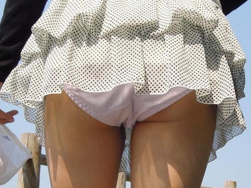【ミニスカパンチラエロ画像】美尻で美脚なタイトミニのギャルが立ちバックやM字開脚でパンティー見せて誘惑してくれてるミニスカパンチラのエロ画像集wwww【80枚】 12