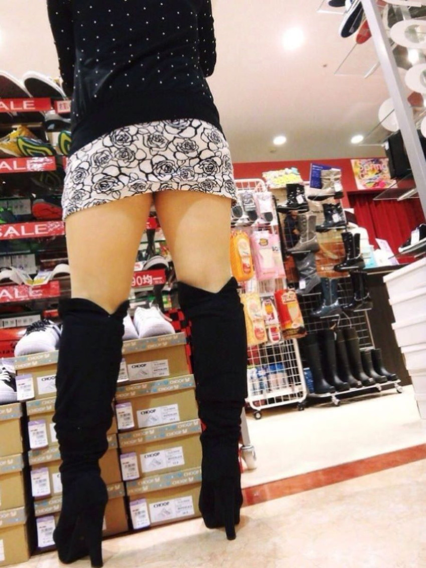 【ミニスカパンチラエロ画像】美尻で美脚なタイトミニのギャルが立ちバックやM字開脚でパンティー見せて誘惑してくれてるミニスカパンチラのエロ画像集wwww【80枚】 30