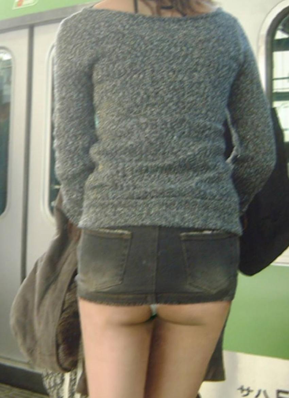 【ミニスカパンチラエロ画像】美尻で美脚なタイトミニのギャルが立ちバックやM字開脚でパンティー見せて誘惑してくれてるミニスカパンチラのエロ画像集wwww【80枚】 35