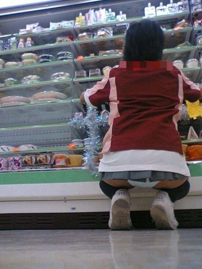 【ミニスカパンチラエロ画像】美尻で美脚なタイトミニのギャルが立ちバックやM字開脚でパンティー見せて誘惑してくれてるミニスカパンチラのエロ画像集wwww【80枚】 41