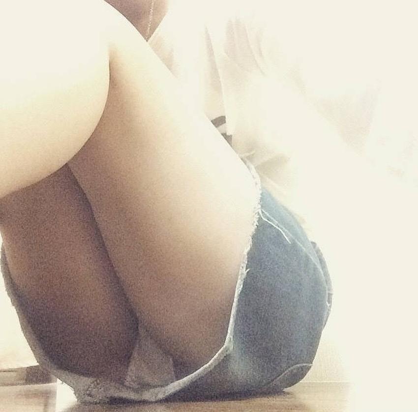【ミニスカパンチラエロ画像】美尻で美脚なタイトミニのギャルが立ちバックやM字開脚でパンティー見せて誘惑してくれてるミニスカパンチラのエロ画像集wwww【80枚】 60