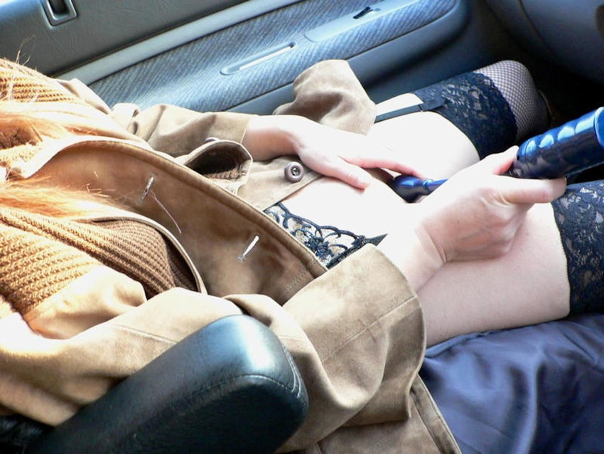 【車内オナニーエロ画像】助手席のドマゾ娘がオナニーしてるところを運転席から眺めて調教してる車内オナニーのエロ画像集!ww【80枚】 34