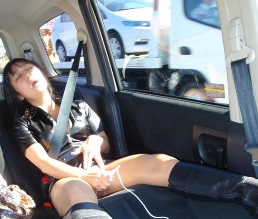 【車内オナニーエロ画像】助手席のドマゾ娘がオナニーしてるところを運転席から眺めて調教してる車内オナニーのエロ画像集!ww【80枚】 53