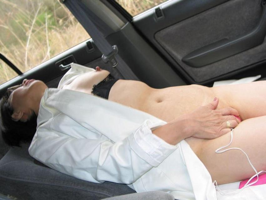【車内オナニーエロ画像】助手席のドマゾ娘がオナニーしてるところを運転席から眺めて調教してる車内オナニーのエロ画像集!ww【80枚】 71