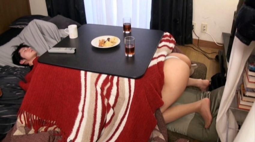 【コタツセックスエロ画像】ぬっくぬくのコタツで小悪魔ビッチがご奉仕フェラしたり欲求不満な熟女妻と不倫しちゃったコタツセックスのエロ画像集ww【80枚】 71