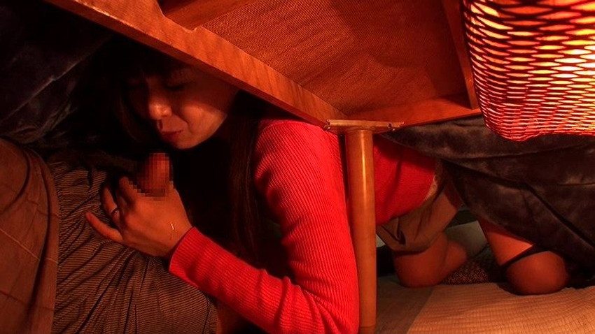 【コタツセックスエロ画像】ぬっくぬくのコタツで小悪魔ビッチがご奉仕フェラしたり欲求不満な熟女妻と不倫しちゃったコタツセックスのエロ画像集ww【80枚】 73