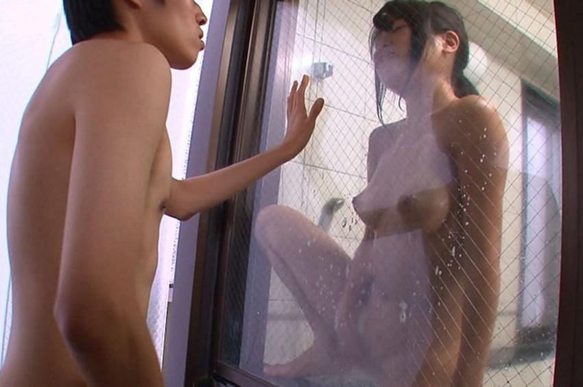 【センズリ鑑賞エロ画像】混浴で美女にセンズリ見せつけたり人妻にセンズリ鑑賞させてフェラさせようとしてるセンズリ鑑賞のエロ画像集!ww【80枚】 58
