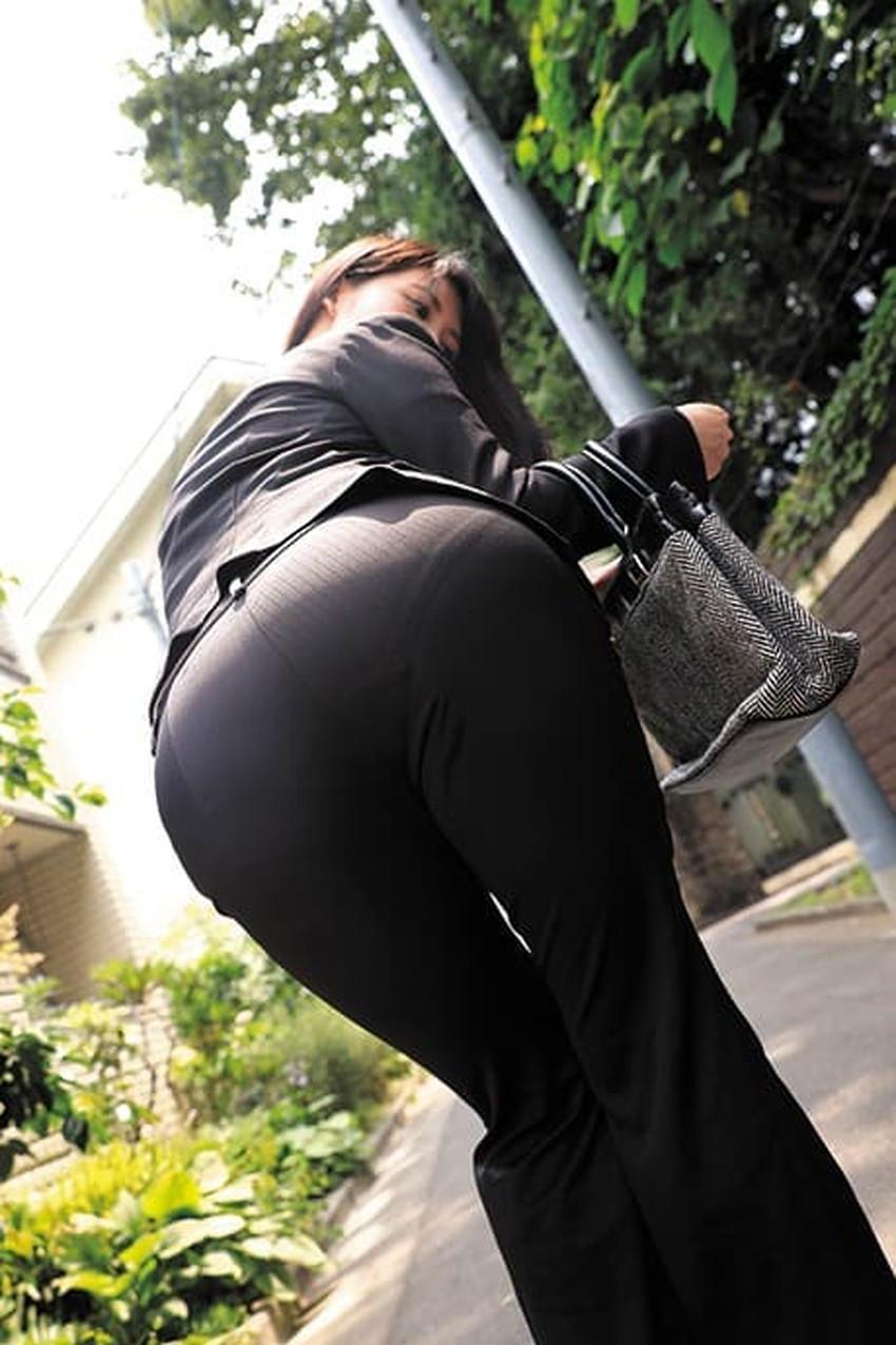 【パンツスーツエロ画像】パンツスーツのキャリアウーマンやOLのパン線を視姦したり引き裂いてバイブやちんぽをブチ混んじゃったパンツスーツのエロ画像集!!ww【80枚】 36