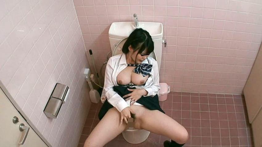 【トイレ盗撮エロ画像】素人OLやJKのナマ放尿やガチオナニーしてるところを隠し撮りしたったトイレ盗撮のエロ画像集!!ww【80枚】 16