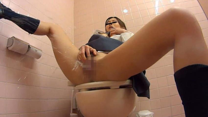 【トイレ盗撮エロ画像】素人OLやJKのナマ放尿やガチオナニーしてるところを隠し撮りしたったトイレ盗撮のエロ画像集!!ww【80枚】 32