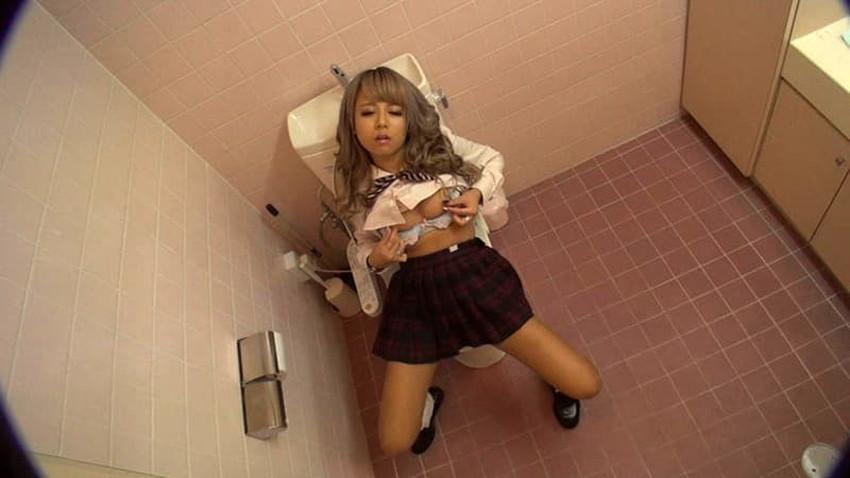 【トイレ盗撮エロ画像】素人OLやJKのナマ放尿やガチオナニーしてるところを隠し撮りしたったトイレ盗撮のエロ画像集!!ww【80枚】 65