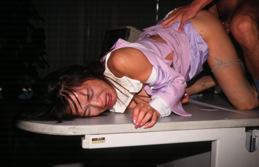【着衣破りエロ画像】脱がすのめんどくさいのでドSに服や下着をビリビリに破ってセックスしてる着衣破りのエロ画像集!!ww【80枚】 10