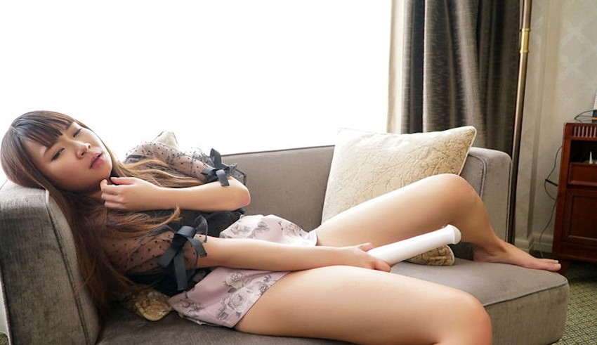 【電マオナニーエロ画像】オナニー狂いの変態お姉さんが自ら電マをおまんこに当てて痙攣アクメしてる電マオナニーのエロ画像集!w【80枚】 03