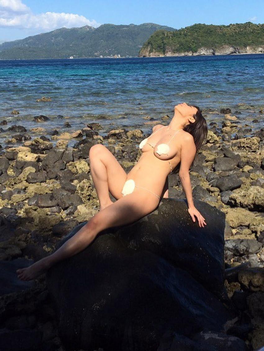 【貝殻水着エロ画像】くびれボインのお姉さんが海が好きすぎて貝殻でできたマイクロビキニを着てる貝殻水着のエロ画像集!w【80枚】 03