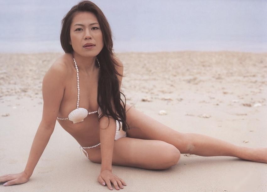 【貝殻水着エロ画像】くびれボインのお姉さんが海が好きすぎて貝殻でできたマイクロビキニを着てる貝殻水着のエロ画像集!w【80枚】 06