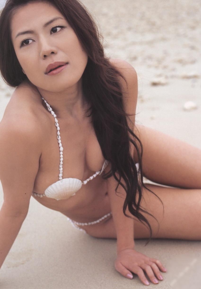 【貝殻水着エロ画像】くびれボインのお姉さんが海が好きすぎて貝殻でできたマイクロビキニを着てる貝殻水着のエロ画像集!w【80枚】 27