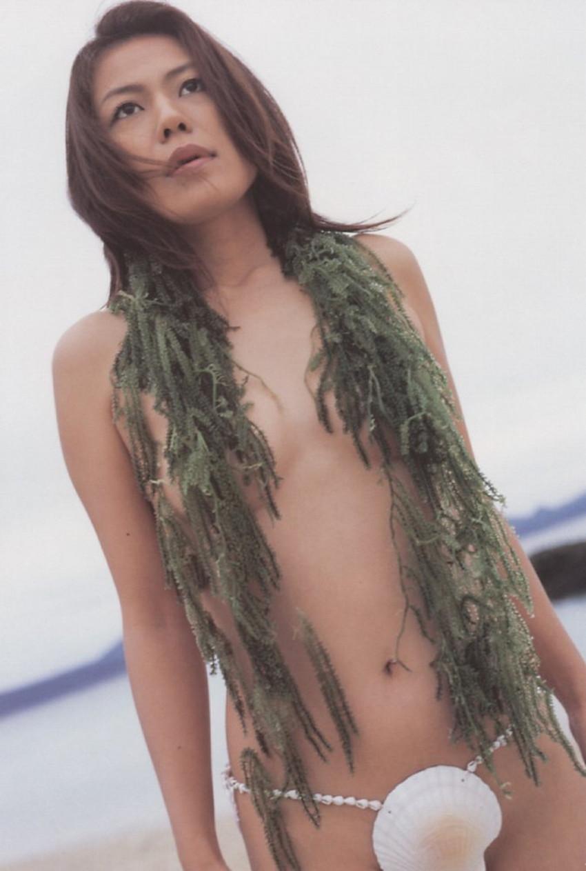 【貝殻水着エロ画像】くびれボインのお姉さんが海が好きすぎて貝殻でできたマイクロビキニを着てる貝殻水着のエロ画像集!w【80枚】 57