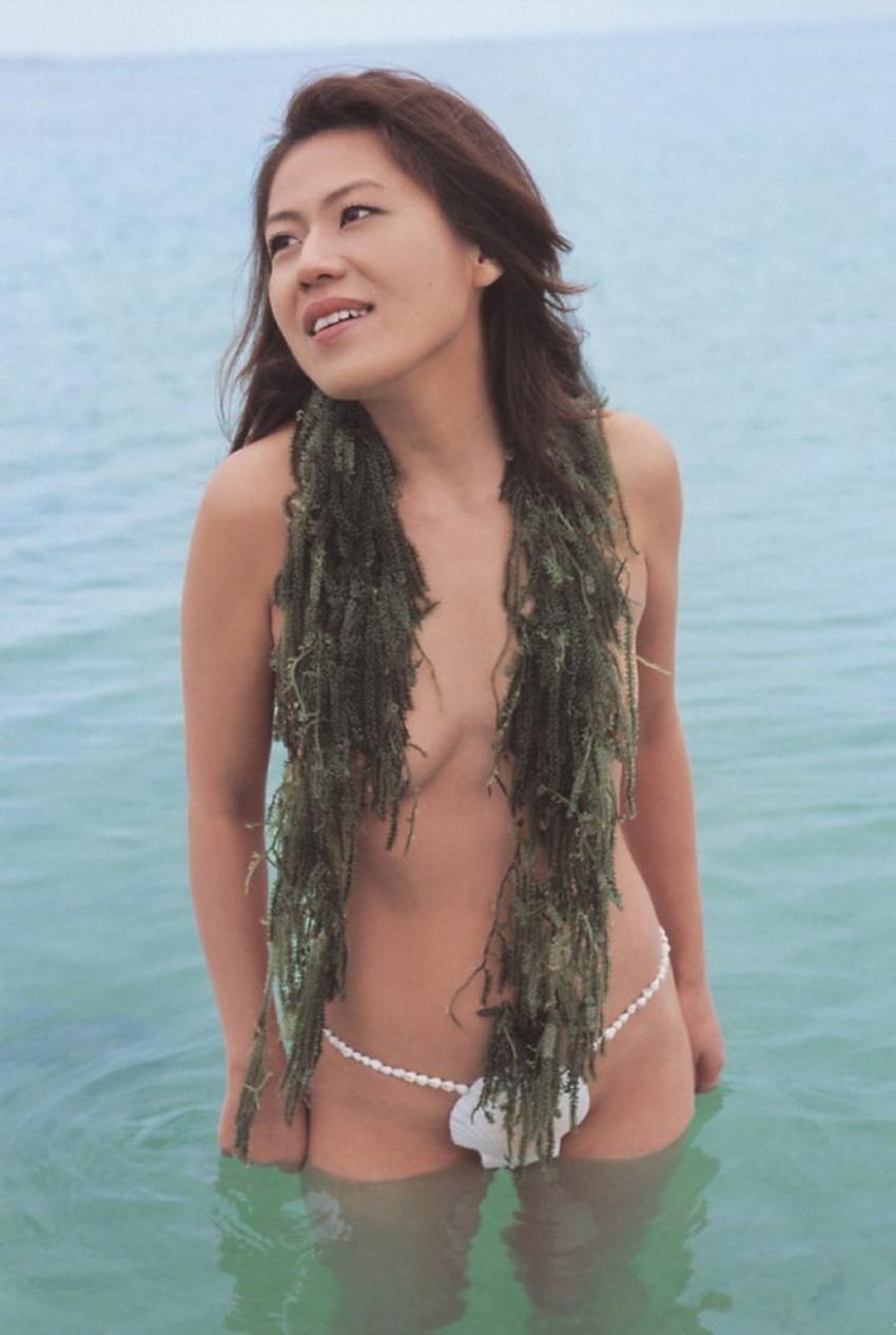 【貝殻水着エロ画像】くびれボインのお姉さんが海が好きすぎて貝殻でできたマイクロビキニを着てる貝殻水着のエロ画像集!w【80枚】 68