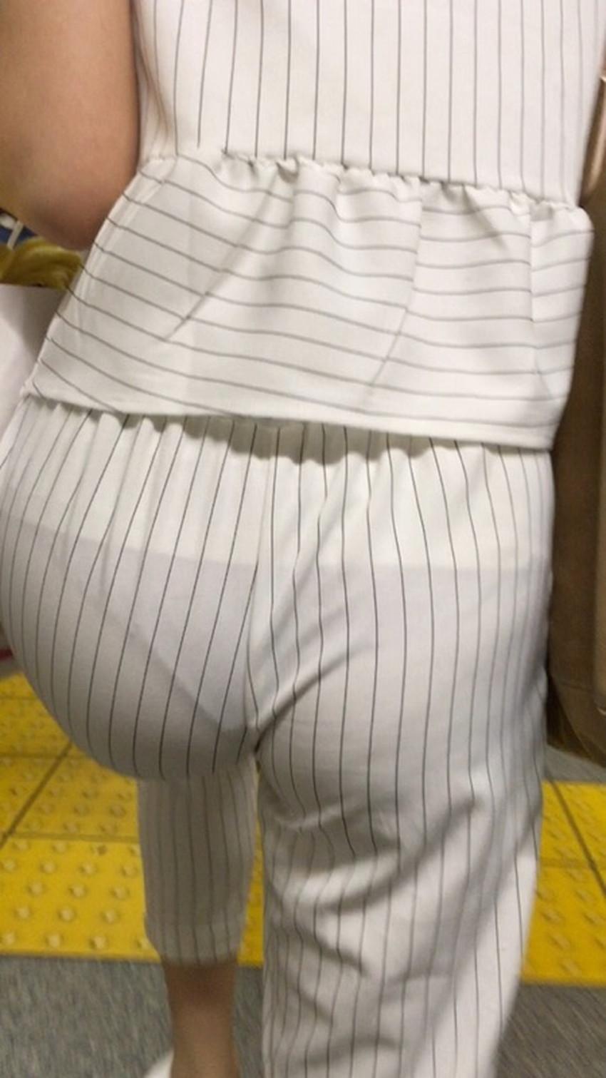 【パン線エロ画像】パンティーライン丸見えのパン線女子は全裸よりもエロいことに気がついていないパン線エロ画像集!ww【80枚】 26