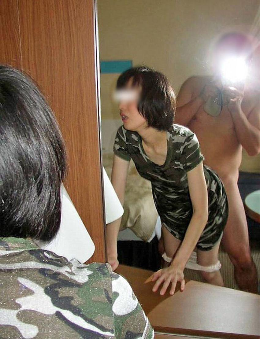 【鏡前セックスエロ画像】洗面台の鏡の前でハメ撮りしたり全身鏡に映しながら潮吹き手マンされてる鏡前セックスのエロ画像集!w【80枚】 58