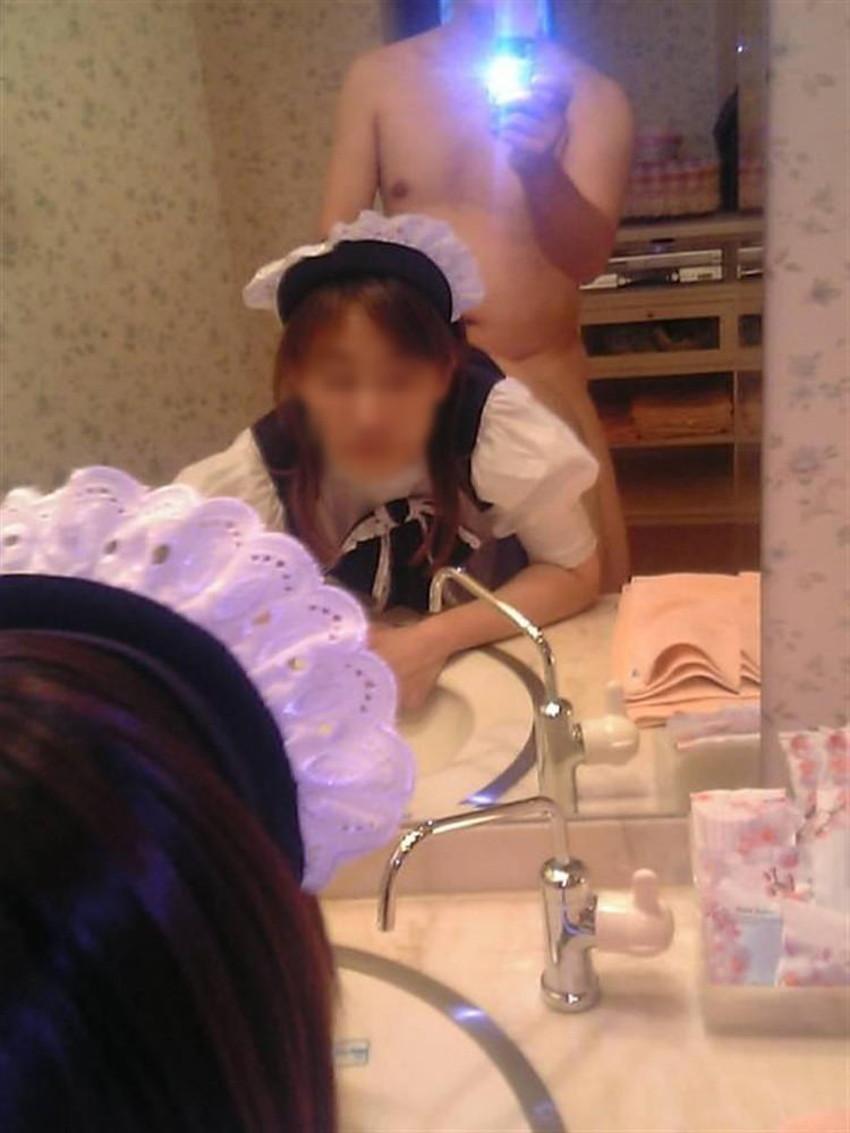 【鏡前セックスエロ画像】洗面台の鏡の前でハメ撮りしたり全身鏡に映しながら潮吹き手マンされてる鏡前セックスのエロ画像集!w【80枚】 69