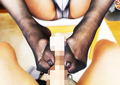 【脚コキエロ画像】ビッチギャルが脚コキしたり小悪魔美少女や変態熟女妻がパンストでセンズリしまくる脚コキのエロ画像集!ww【80枚】