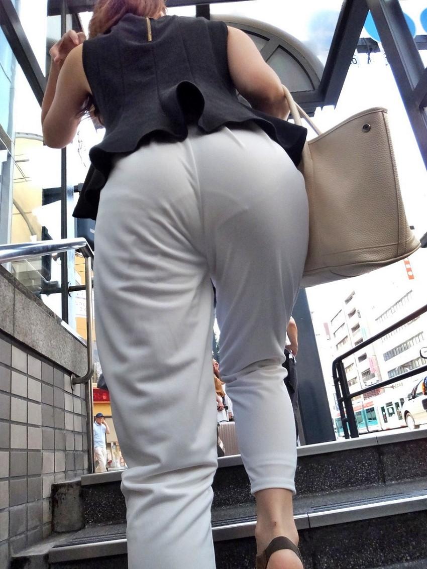 【透けパンツエロ画像】パンツ丸見えよりもタイトスカートや履いて下着が透けてる素人女子のほうが興奮しちゃう透けパンツのエロ画像酒!ww【80枚】 10