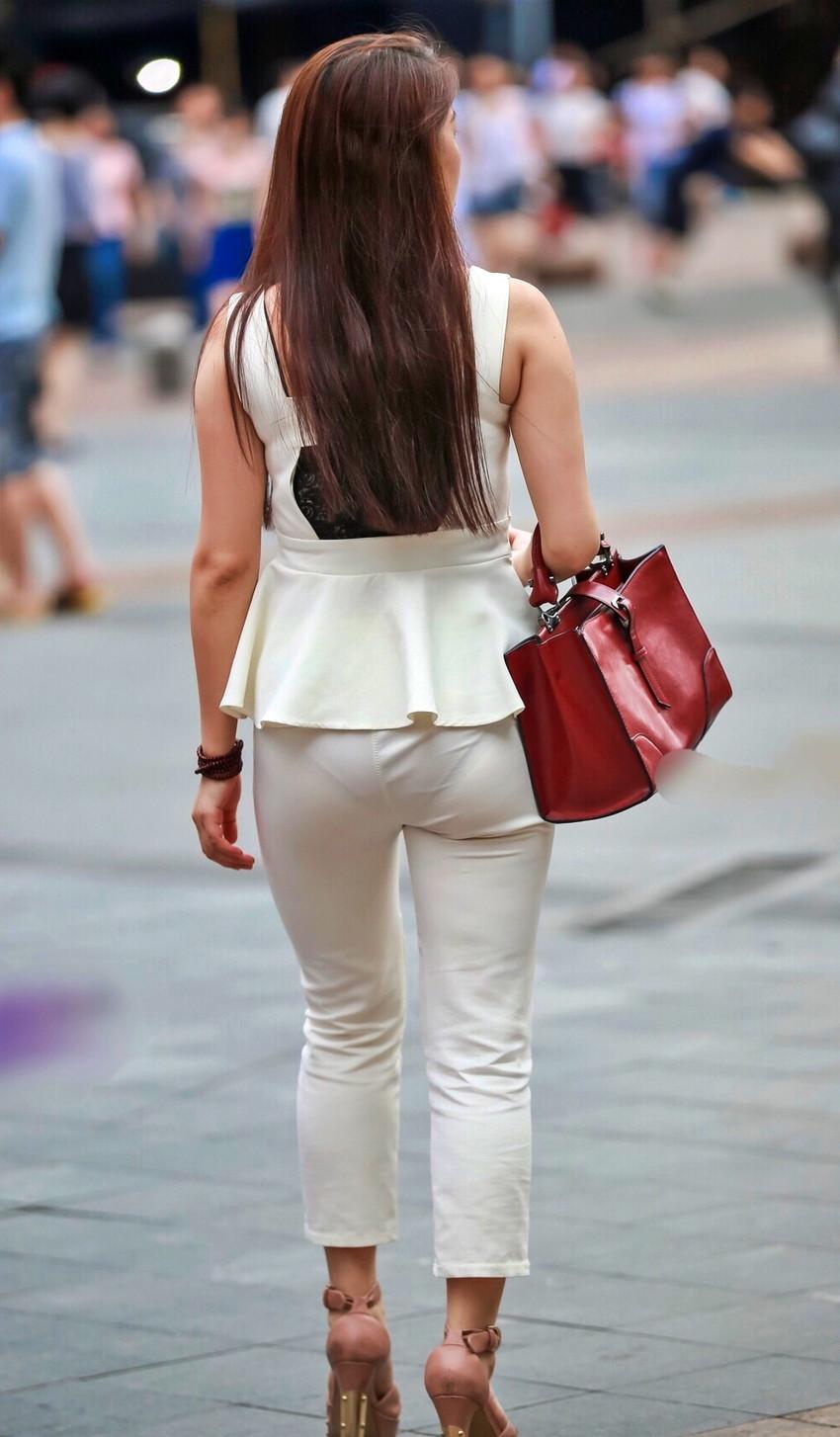 【透けパンツエロ画像】パンツ丸見えよりもタイトスカートや履いて下着が透けてる素人女子のほうが興奮しちゃう透けパンツのエロ画像酒!ww【80枚】 13