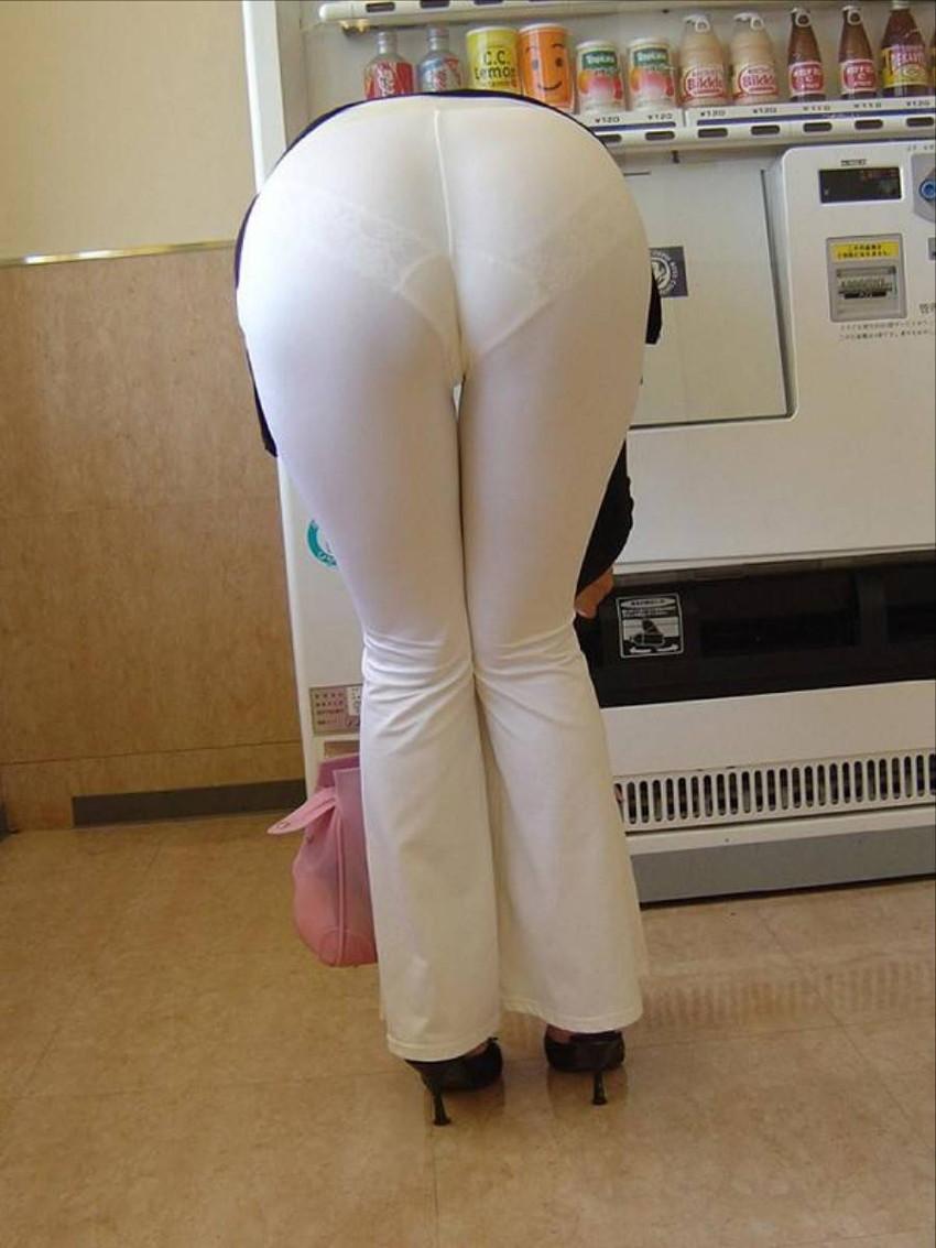 【透けパンツエロ画像】パンツ丸見えよりもタイトスカートや履いて下着が透けてる素人女子のほうが興奮しちゃう透けパンツのエロ画像酒!ww【80枚】 43