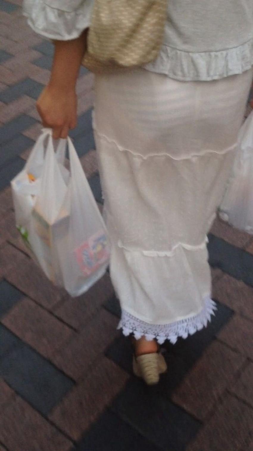 【透けパンツエロ画像】パンツ丸見えよりもタイトスカートや履いて下着が透けてる素人女子のほうが興奮しちゃう透けパンツのエロ画像酒!ww【80枚】 45