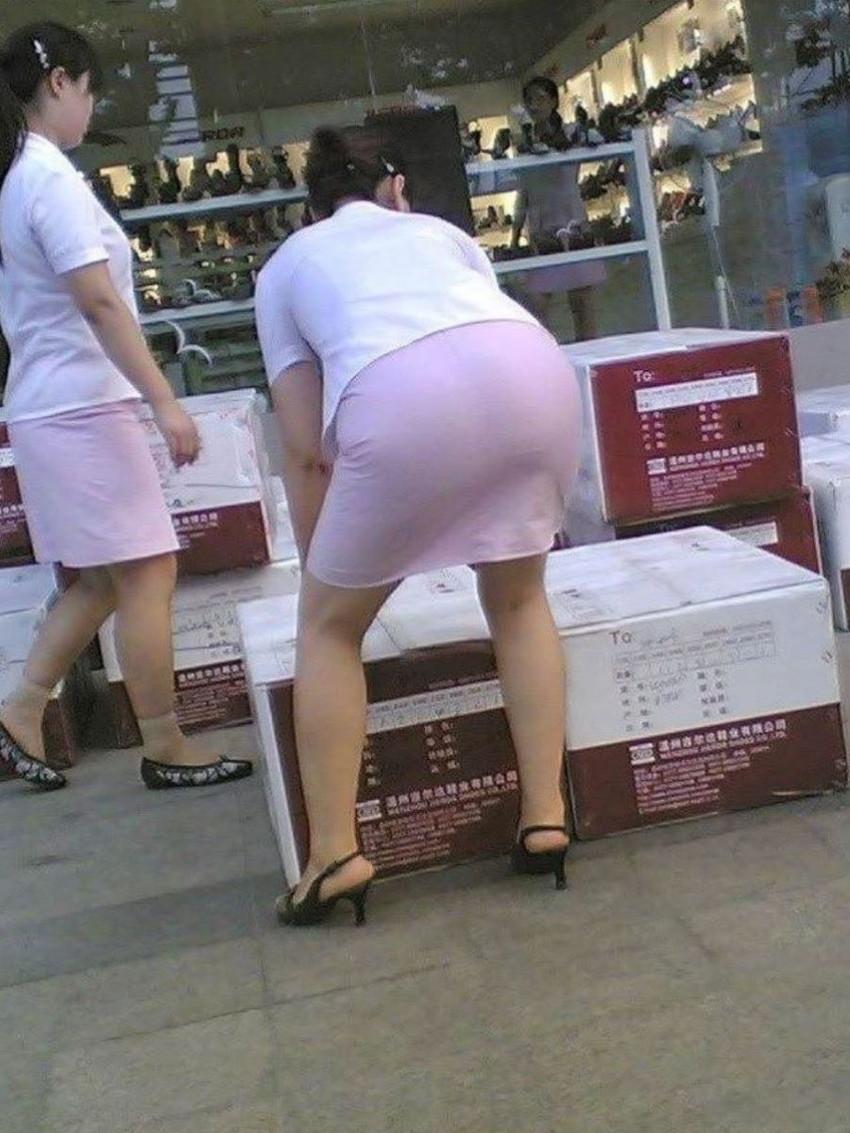 【透けパンツエロ画像】パンツ丸見えよりもタイトスカートや履いて下着が透けてる素人女子のほうが興奮しちゃう透けパンツのエロ画像酒!ww【80枚】 64
