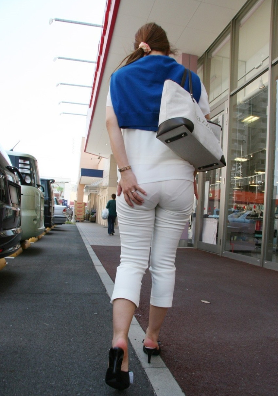 【透けパンツエロ画像】パンツ丸見えよりもタイトスカートや履いて下着が透けてる素人女子のほうが興奮しちゃう透けパンツのエロ画像酒!ww【80枚】 80