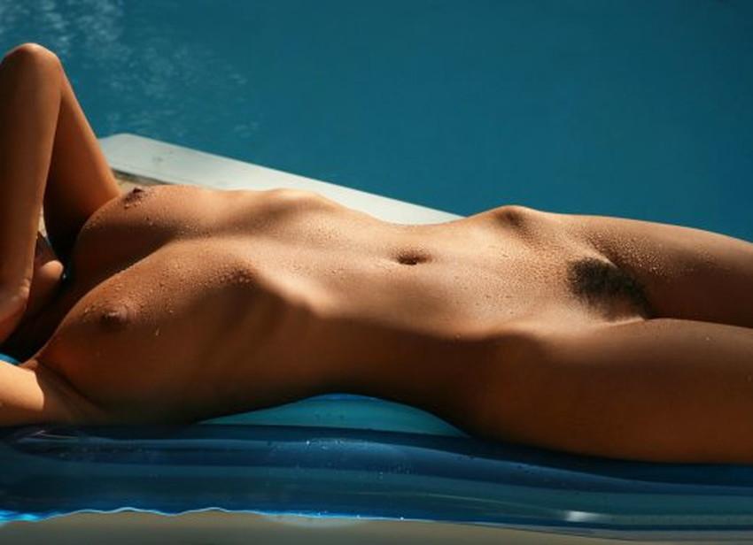 【肋骨エロ画像】巨乳なのに肋骨が浮き出るくびれボイン美女や肋骨が美しいスレンダー女子達の肋骨エロ画像集!ww【80枚】 17