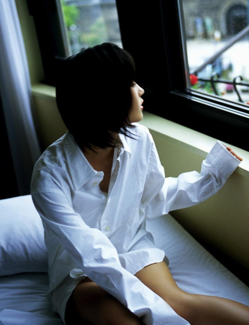 【裸Yシャツエロ画像】裸で男性用Yシャツ羽織る美女の破壊力は抜群!ww濡れ透け乳首や着衣セックスを堪能できる裸Yシャツのエロ画像集【80枚】 33