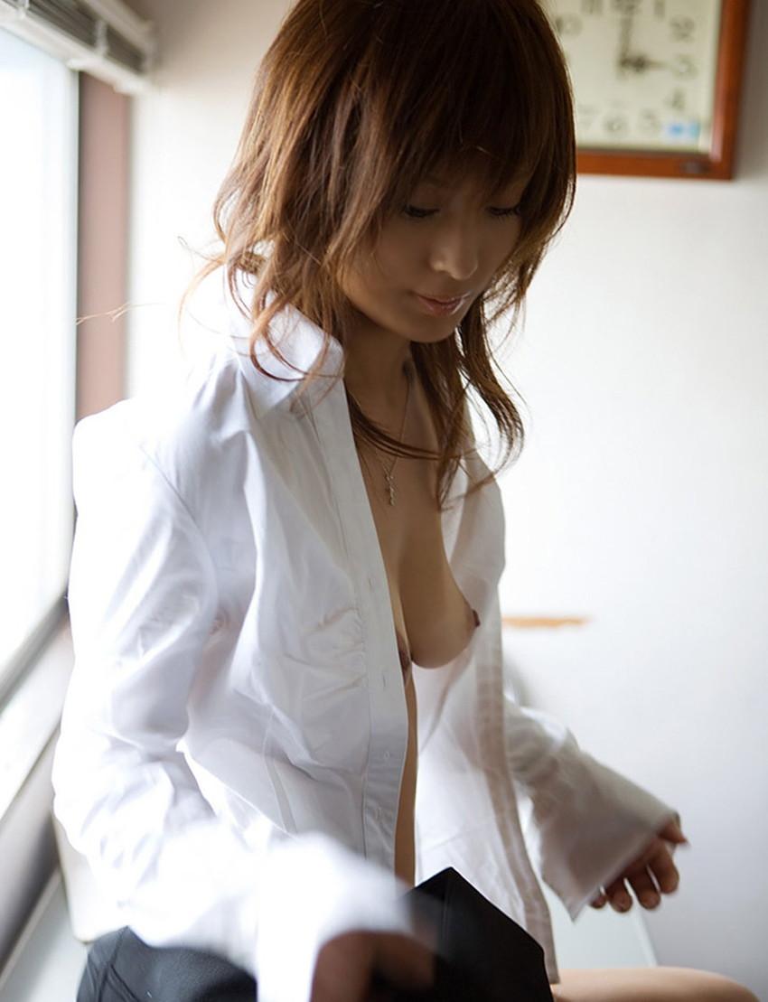 【裸Yシャツエロ画像】裸で男性用Yシャツ羽織る美女の破壊力は抜群!ww濡れ透け乳首や着衣セックスを堪能できる裸Yシャツのエロ画像集【80枚】 60