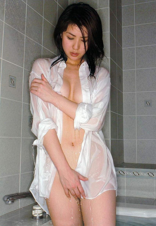 【裸Yシャツエロ画像】裸で男性用Yシャツ羽織る美女の破壊力は抜群!ww濡れ透け乳首や着衣セックスを堪能できる裸Yシャツのエロ画像集【80枚】 67