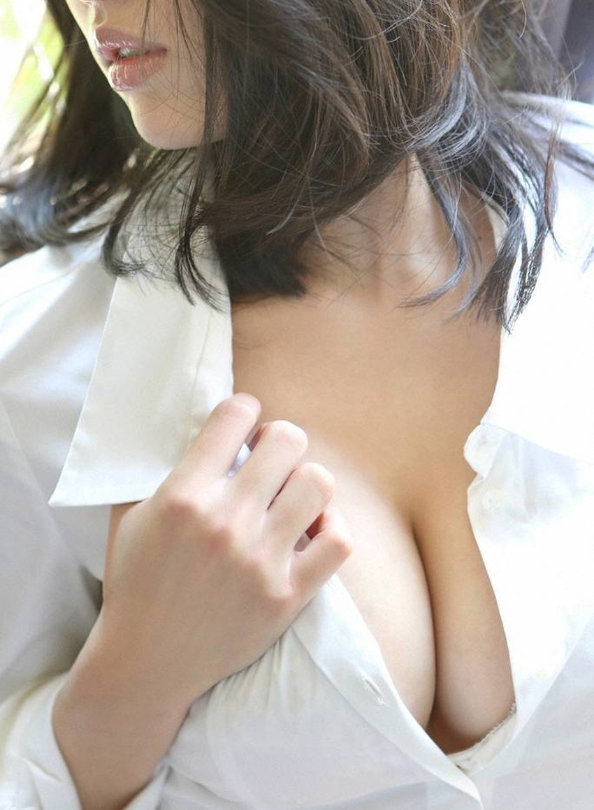 【裸Yシャツエロ画像】裸で男性用Yシャツ羽織る美女の破壊力は抜群!ww濡れ透け乳首や着衣セックスを堪能できる裸Yシャツのエロ画像集【80枚】 74