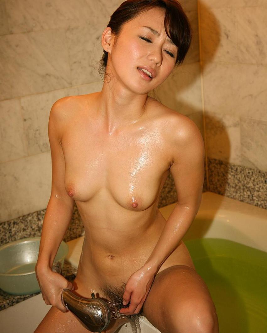【膣内洗浄エロ画像】オナニー好きギャルがおまんこくぱぁしてシャワーで腟内を洗いながら痙攣アクメしてる膣内洗浄のエロ画像集!ww【80枚】 49