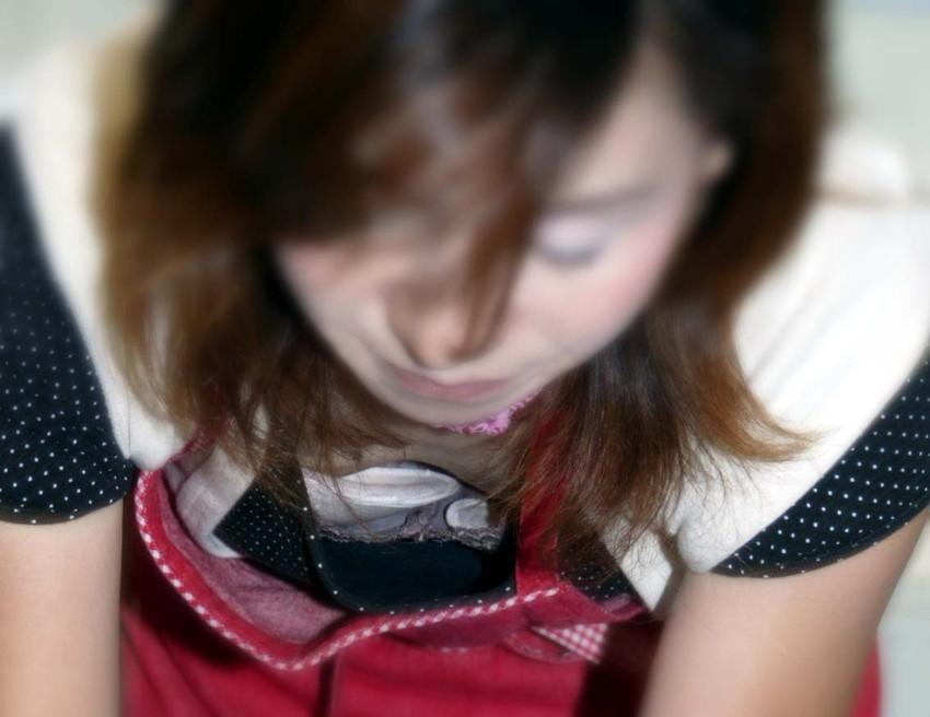 【素人胸チラエロ画像】ガッツリ開いたゆるゆるの胸元からおっぱいが丸見えだぜ! 12