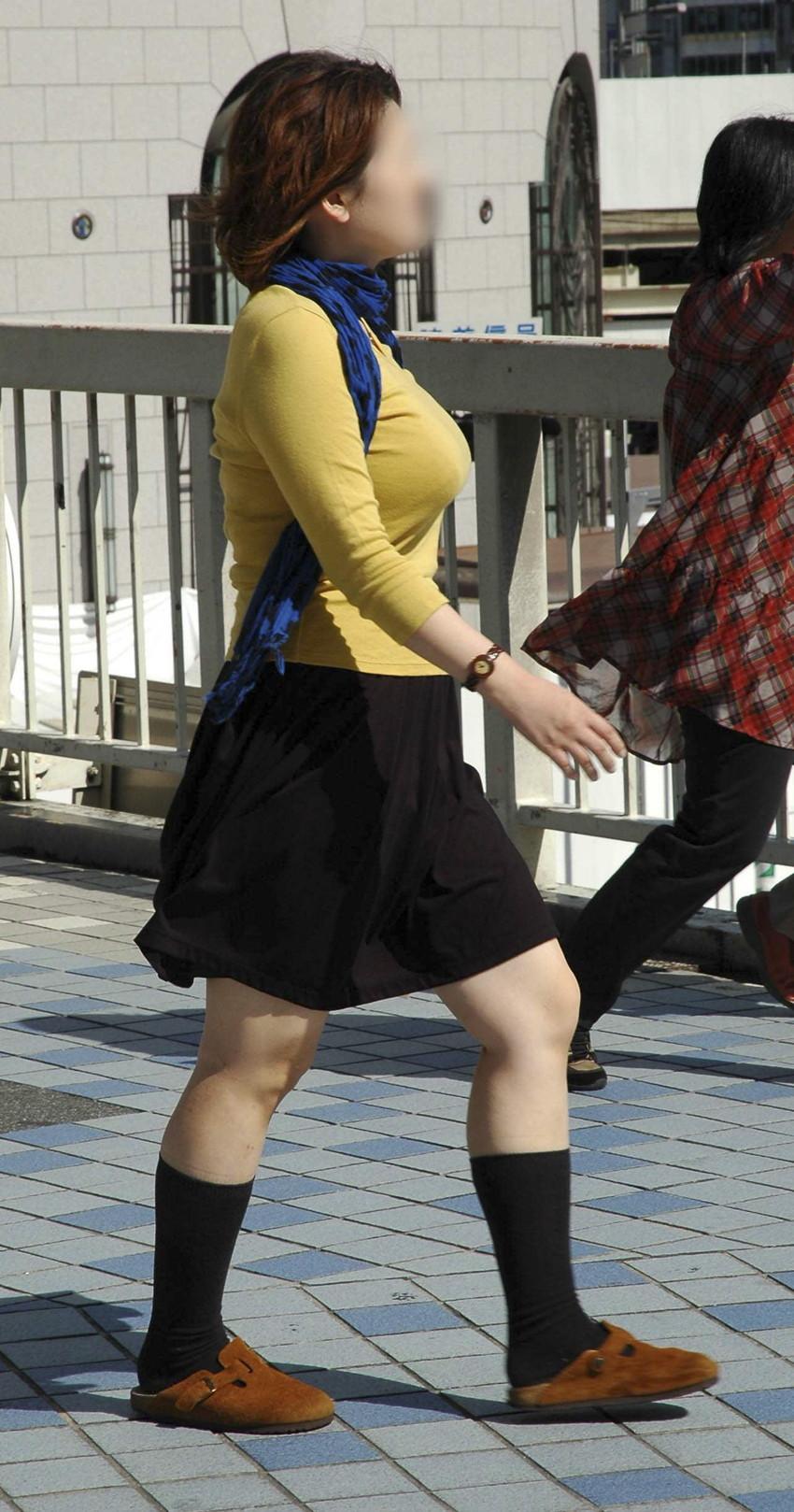 【着衣巨乳エロ画像】こんな見事な巨乳おっぱい揉んでみたいのは男の性! 10