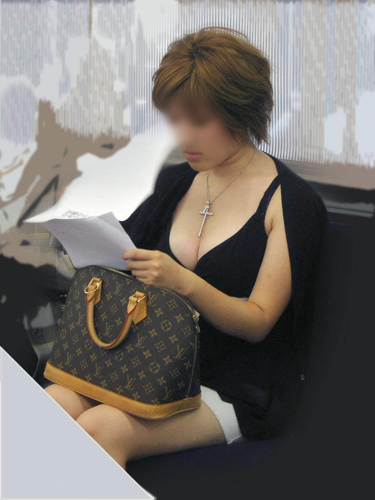 【着衣巨乳エロ画像】こんな見事な巨乳おっぱい揉んでみたいのは男の性! 12