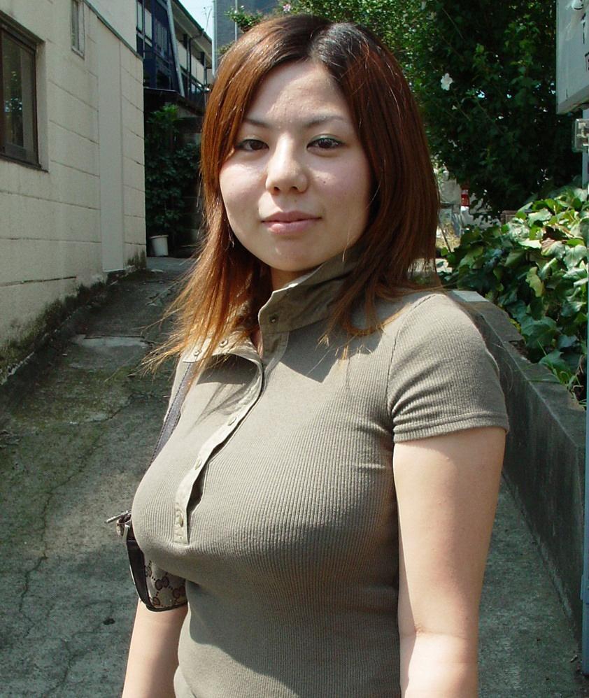 【着衣巨乳エロ画像】こんな見事な巨乳おっぱい揉んでみたいのは男の性! 31