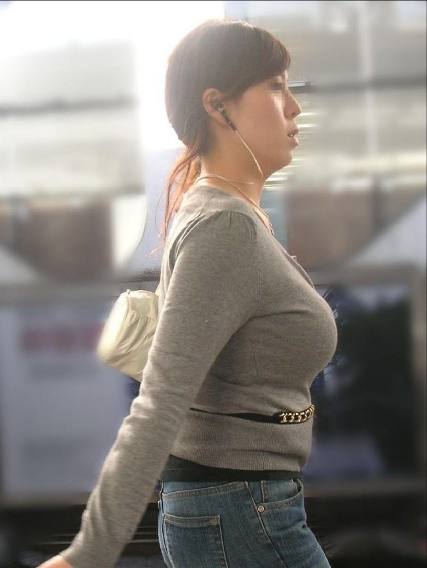 【着衣巨乳エロ画像】こんな見事な巨乳おっぱい揉んでみたいのは男の性! 38