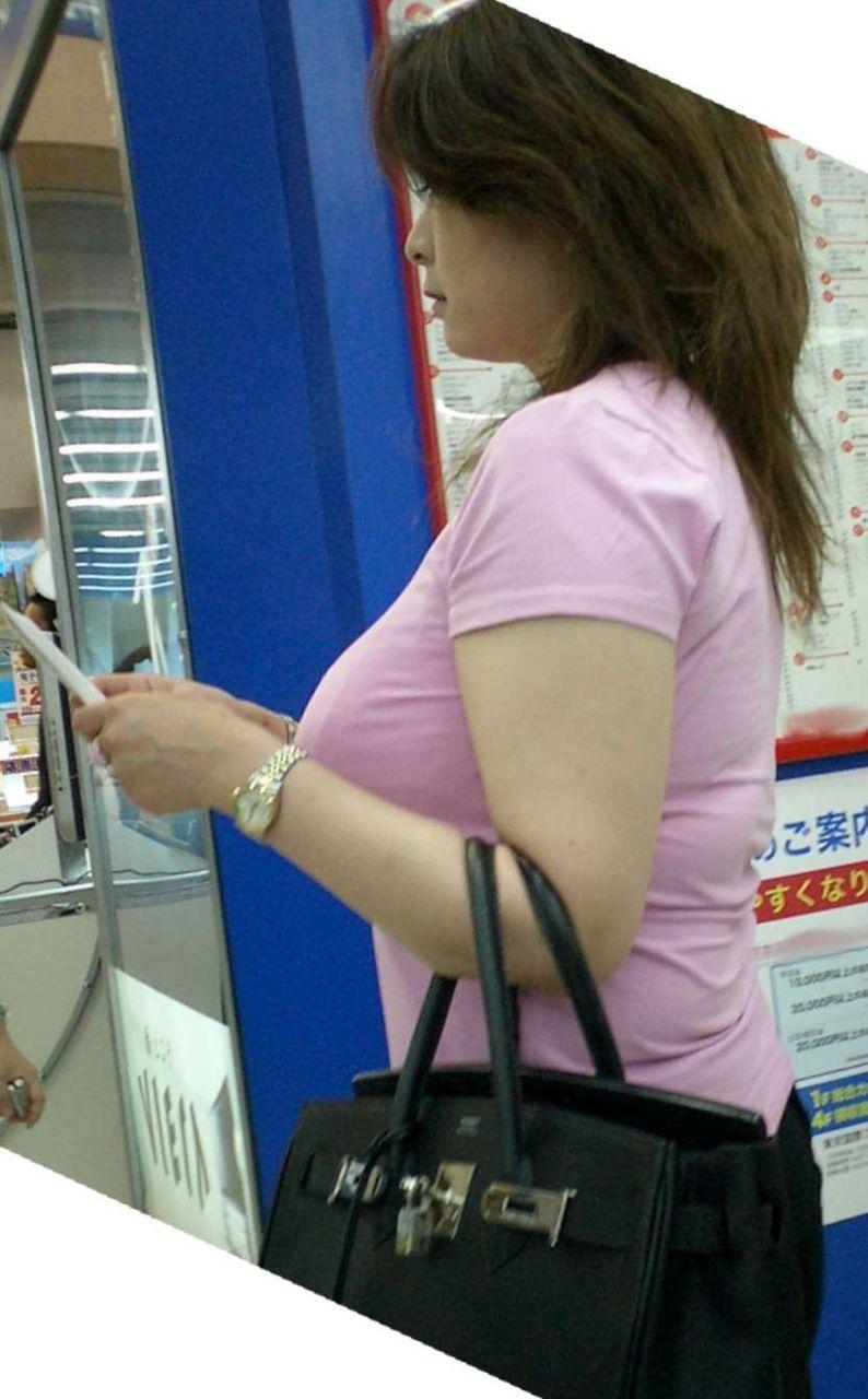 【着衣巨乳エロ画像】こんな見事な巨乳おっぱい揉んでみたいのは男の性! 42