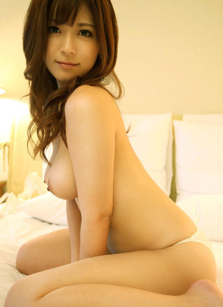 【美乳エロ画像】思わず感嘆のため息…美乳の女の子を集めた美乳特集! 35