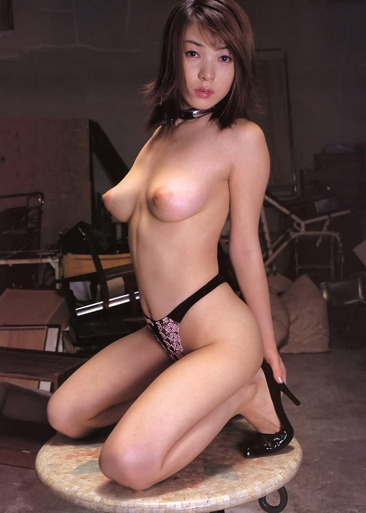 【美乳エロ画像】思わず感嘆のため息…美乳の女の子を集めた美乳特集! 41