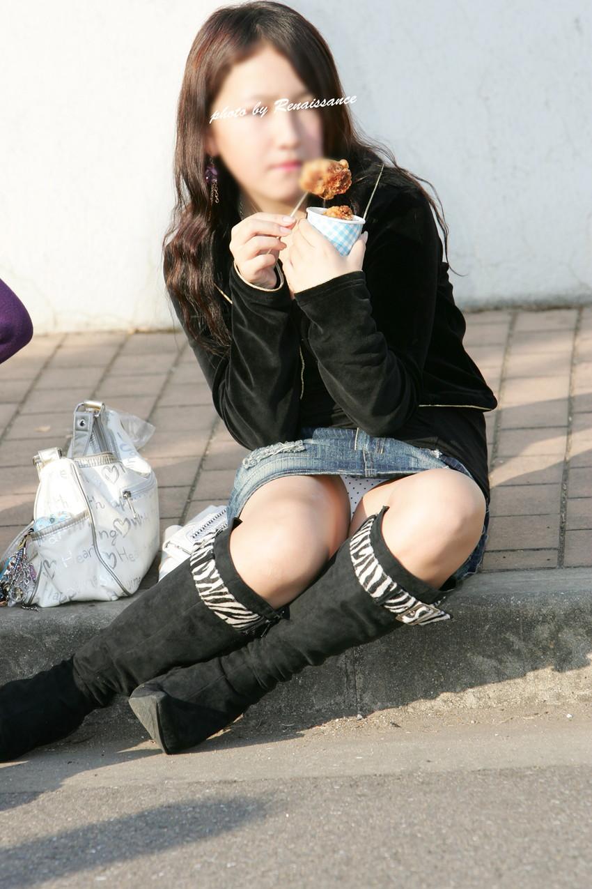【街撮りパンチラエロ画像】街中で見かけたパンチラ画像集めたったwww 06
