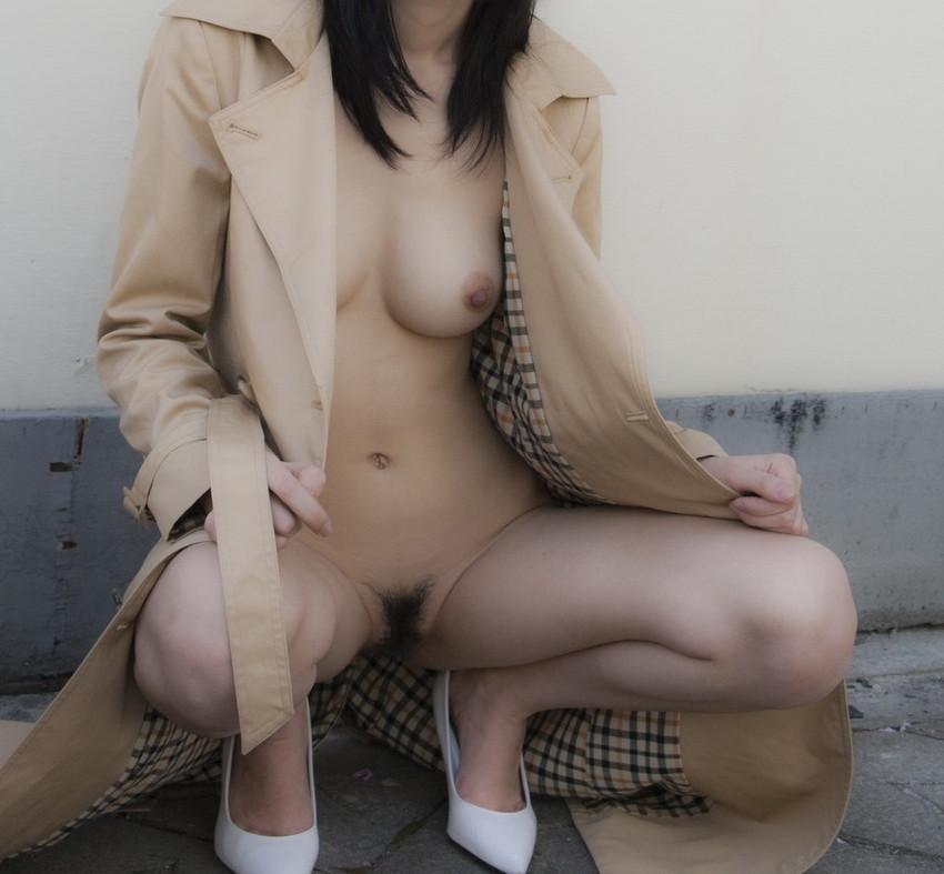 【野外露出エロ画像】最近の素人娘の露出プレイで過激すぎて引くよな? 49