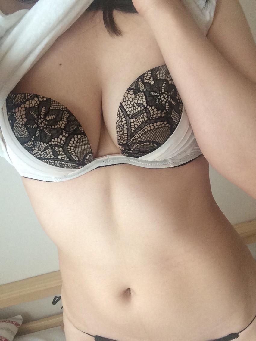 【素人自撮りエロ画像】自らの破廉恥な姿を自撮りして晒すえっちな素人娘! 30
