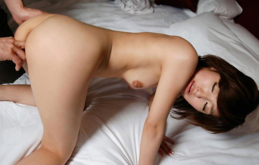 【手マンエロ画像】女の子の性器を直接、手や指で刺激する前戯の代表格といえばこれww 03
